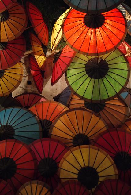 Patio Umbrellas On Sale features patio umbrellas in a variety of