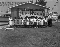 Home schooling, Le-Wood Homes model unidentified group