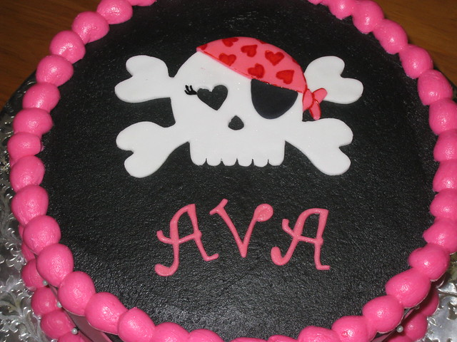 Girly Skull Cakes http://www.flickr.com/photos/pearsonsweets/3049277622/