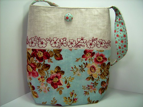 FLOWERS ON LINEN SHOULDER BAG