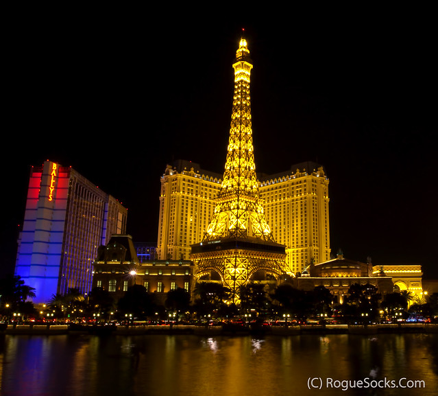 Paris-and-Ballys-Hotel-Casino-Reflected-in-Bellagio-Fountain-las-Vegas-night-001.jpg