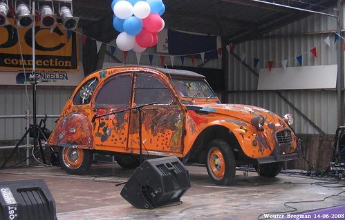 A Citroën 2CV for the kids. :-)