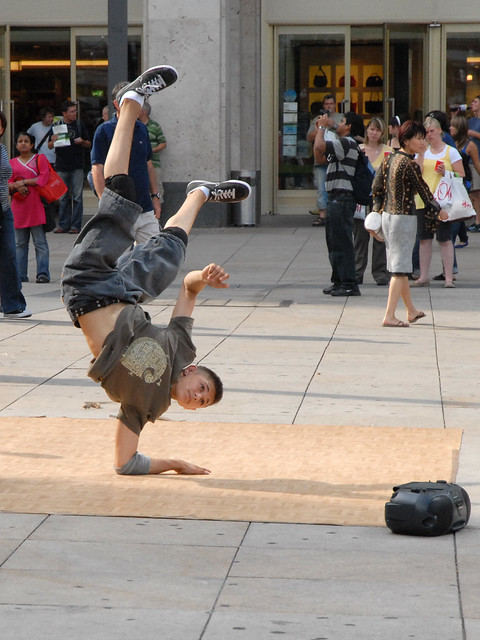 Berliner Platz 2 L Sungen danseur de hip hop sur l 39 platz berlin flickr photo