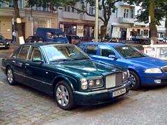 automobile(1.0), automotive exterior(1.0), vehicle(1.0), rolls-royce silver seraph(1.0), bentley arnage(1.0), sedan(1.0), land vehicle(1.0), luxury vehicle(1.0), bentley(1.0),