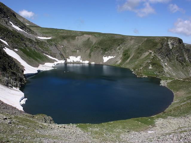 Lago okoto ( el ojo ), Montañas Rila, península de los Balcanes, Bulgaria