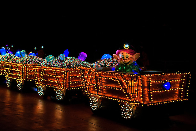Disney - Disney's Electrical Parade - Dopey