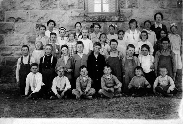 Fourth Grade Class, Cantril School 1915