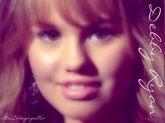 Debby Ryan por Born Confused
