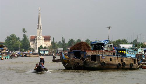 Floating market in Cái Bè by Gregor  Samsa