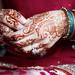 Shazia mehndi putting ring on