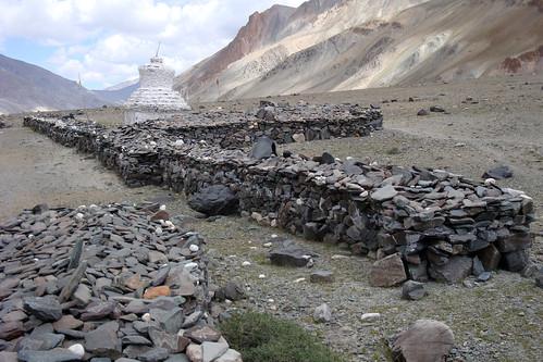 Many large mani walls near Tangzen
