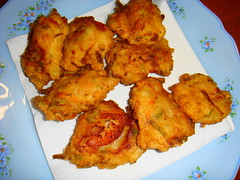 fried food, fritter, pakora, food, dish, cuisine, fried chicken, potato pancake, fast food,