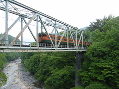 overpass(0.0), track(0.0), arch bridge(0.0), viaduct(0.0), skyway(0.0), girder bridge(1.0), transport(1.0), beam bridge(1.0), truss bridge(1.0), rolling stock(1.0), bridge(1.0),