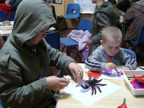 英國國民信託組織利用島上原有的屋舍空間做為環境教育中心,讓孩子可透過活動了解自然環境。