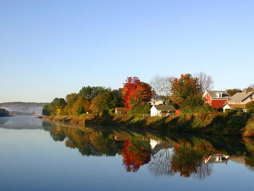 reflection fall water canal massachusetts falls foliage turnersfalls turners westernmass pioneervalley