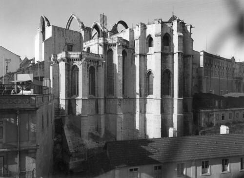 Igreja do Convento do Carmo, Lisboa, Portugal por la Biblioteca de Arte-Fundação Calouste Gulbenkian