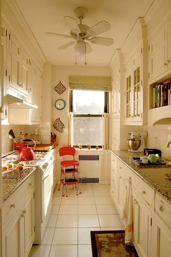 giulia 39 s galley kitchen from apartment therapy flickr photo