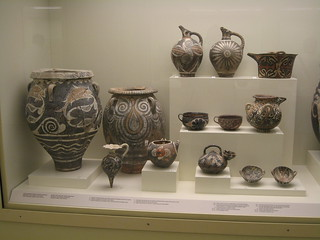 Decorated Minoan vases