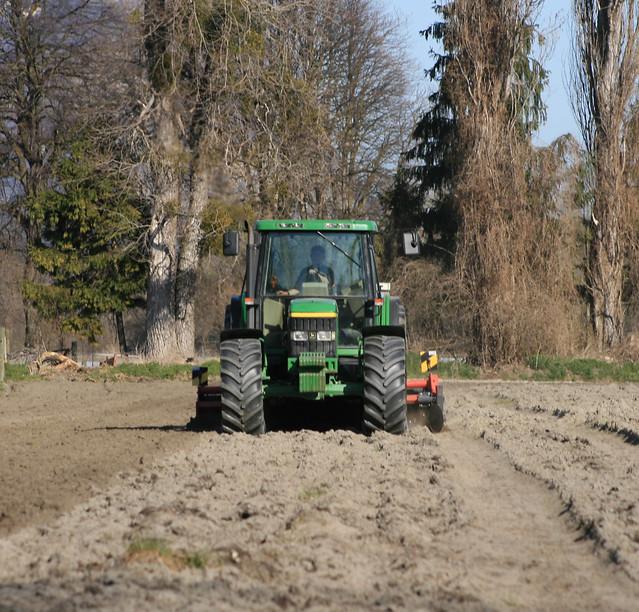 Ameublissement du terrain pour plantation pommes de terre flickr photo sharing - Date plantation pomme de terre ...