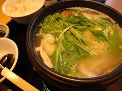 noodle(0.0), soba(0.0), hot pot(1.0), food(1.0), dish(1.0), soup(1.0), cuisine(1.0), nabemono(1.0),