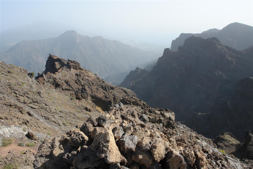 Interior de la abrupta Caldera de Taburiente, a 2326 metros de altura Roque de los Muchachos, donde europa se une con el cielo - 2817988002 e8fc0e9176 o - Roque de los Muchachos, donde europa se une con el cielo