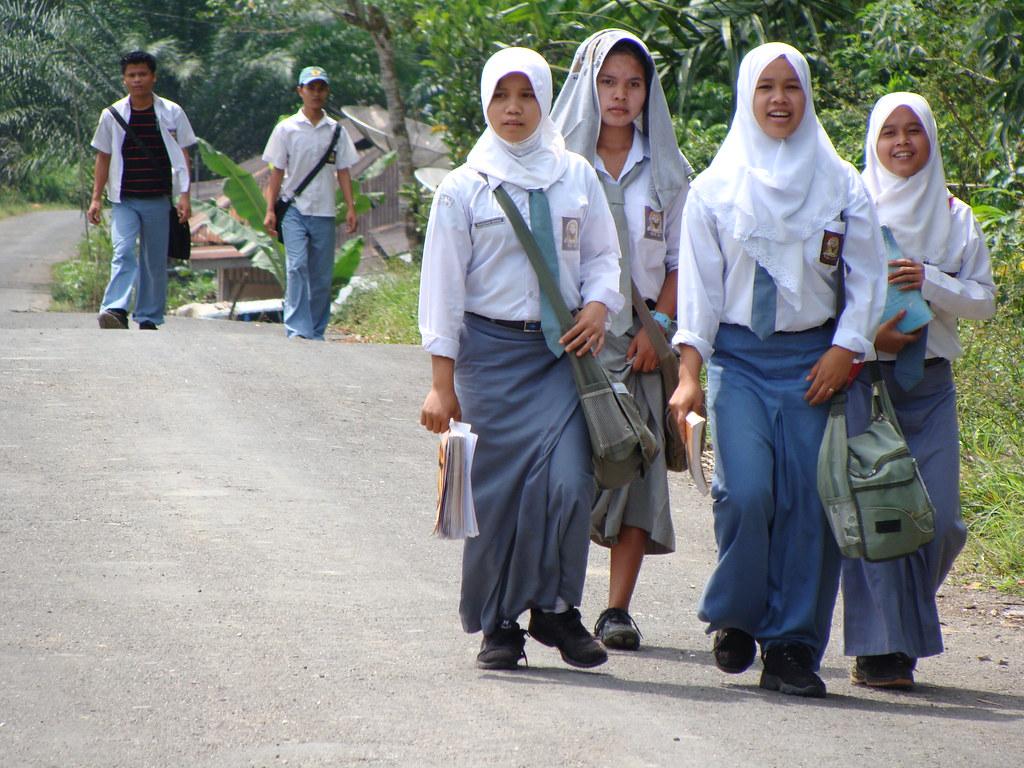 indonesia-muslim-girls-online