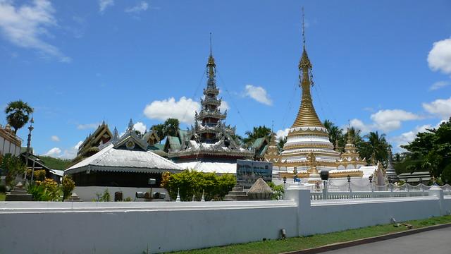 Wat Chong Kham & Wat Chong Klang
