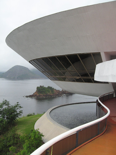 "Niterói (RdJ), Oscar Niemeyer, MAC - <a href=""http://www.flickriver.com/photos/paolo_savonuzzi/2889851404/"">on black</a>"