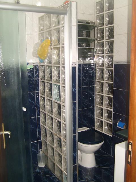 Banheiro do Primeiro Andar (Box de Vidro e parede de Blocos de Vidro)  Flick -> Pia De Banheiro Feita Com Tijolo De Vidro