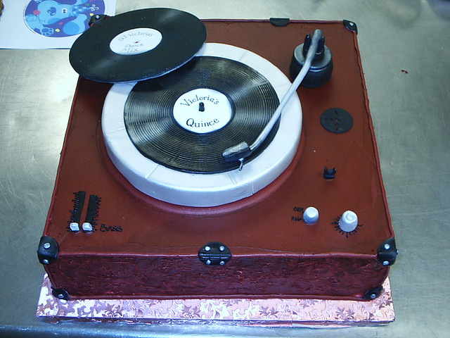 Record player cake - a photo on Flickriver