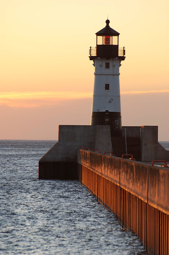 morning sun lighthouse minnesota sunrise pier mn duluth nikkon d80