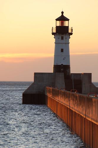 morning sun lighthouse minnesota sunrise pier mn duluth nikkon d80