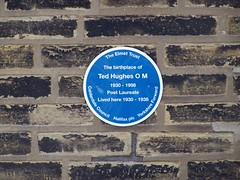 Photo of Ted Hughes blue plaque