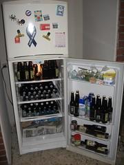 vending machine(0.0), kitchen appliance(1.0), machine(1.0), room(1.0), refrigerator(1.0), major appliance(1.0),