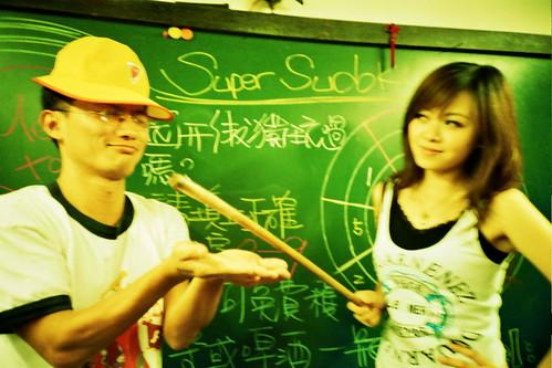 豔麗女教師體罰蠢學生