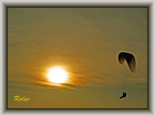 3-2377 Paraglider meets the sun at Le Havre France paragliding 滑翔伞 패러 글라이딩 Yamaç Paraşütü パラグライディング Parapendio 日落 선셋