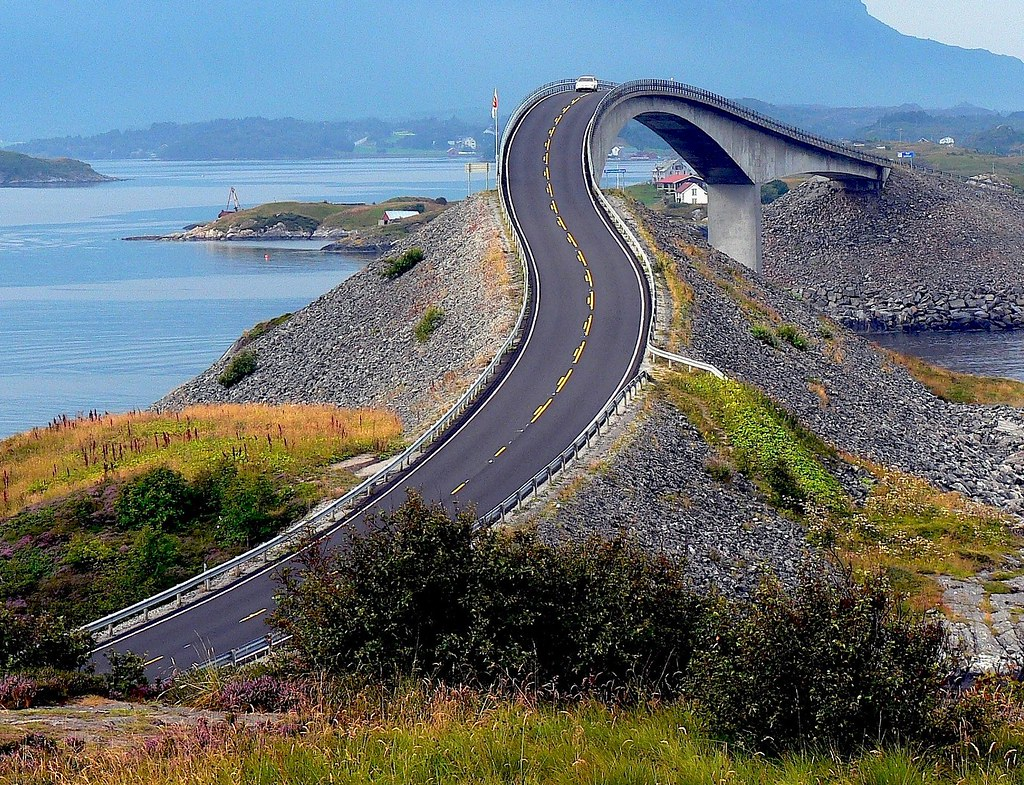 2929289555 0ae4f81c9c b This Amazing Bridge Turns Into a Tunnel and Connects Denmark and Sweden