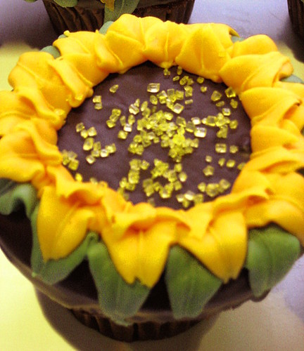 sunflower cupcake   (03/08)  67/266