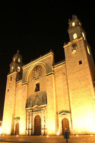 Merida: catedral (outsider)