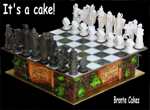 IT'S A CAKE: Harry Potter Chess Set