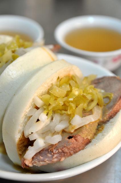 台南永樂市場阿松割包-豬舌割包