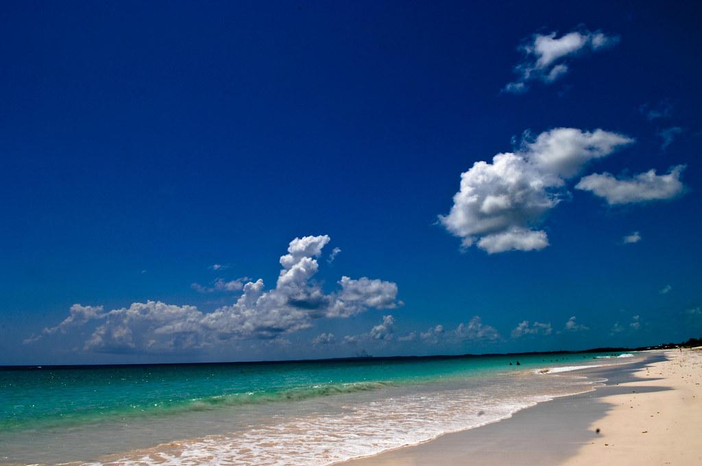 Bahamas / Harbour Island - Pink Sand beach