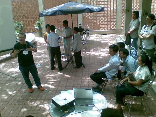 Thomas Wanhoff: Twitter - BarCamp Phnom Penh