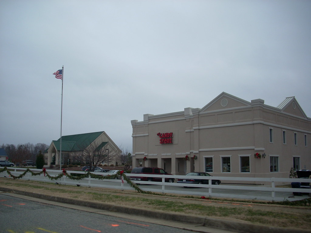 Colonial towne plaza shopping center virginia around for Outlet colonial