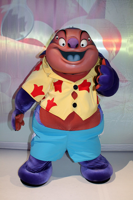 Jumba at Stitch's Hawaiian Paradise Party