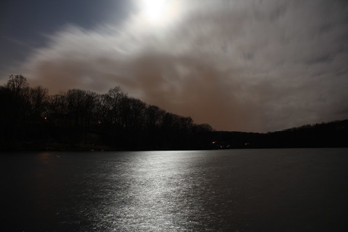 longexposure light moon reflection night clouds dark newjersey nj morriscounty rockawaytownship whitemeadowlake