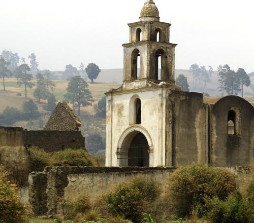 Iglesia, cuadrada.