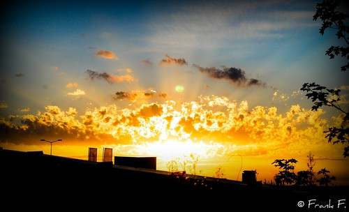sunset sky storm clouds lomo sonnenuntergang himmel wolken explore rays sihouette sonne lomoeffect lightrays sturm strahlen nikond40x nikkorafs1855mmf3556gif ©frankf