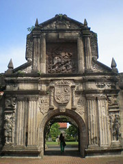 Manila Old And New - Intramuros, Fort Santiago And Makati City