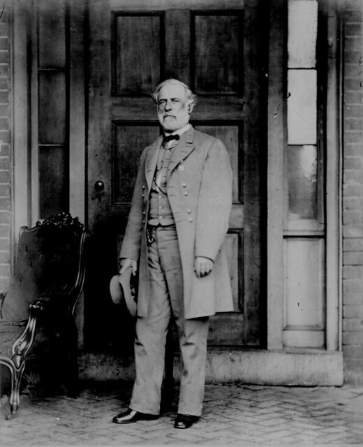 general robert e. lee an gettysburg essay Biography of general robert e lee - including history articles, links, recommended books and more robert edward lee (january 19, 1807 – october 12, 1870) was an american and confederate soldier, best known as a commander of the confederate states army.